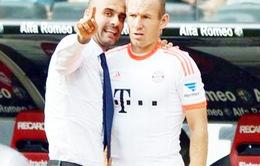 Pep Guardiola: 'Giải thích cho vợ tôi về xoay vòng còn khó hơn nói với Robben'