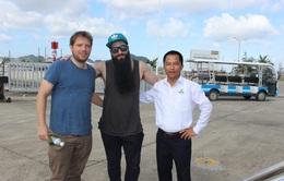 """Đạo diễn phim """"Kong"""" đưa đạo diễn nổi tiếng người Anh thăm Vịnh Hạ Long"""