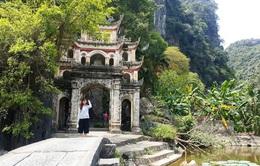 Ngôi chùa cổ nổi tiếng ở cố đô Hoa Lư bị vẽ bẩn khắp nơi