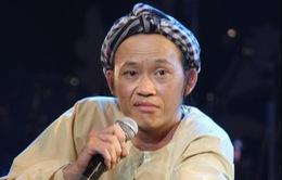 Khán giả kích động ném đá lên sân khấu, Hoài Linh vẫn bản lĩnh xử lý sự cố