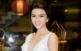 Kim Tuyến khoe ngực đầy, bỏ mặc lùm xùm với vợ cũ Huy Khánh