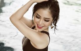 Hương Tràm khoe thân hình bốc lửa trong loạt ảnh bikini