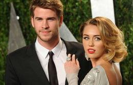 """Miley Cyrus và bạn trai """"to tiếng"""" trước đám cưới"""