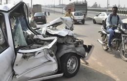 Ấn Độ: Xe jeep đâm đầu xe tải, ít nhất 17 người thương vong