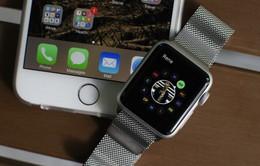 Apple gây sốc với iPhone SE và Apple Watch