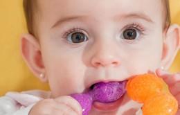 Nên làm gì khi bé mọc răng?