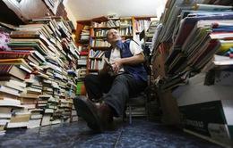 Người nhặt rác thu gom 25.000 cuốn sách lập thư viện