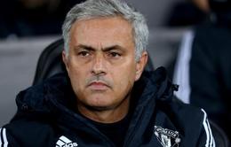 """Mourinho thoát án phạt dù """"mắng"""" trọng tài"""