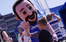 Chùm ảnh: Người hâm mộ háo hức tham dự buổi lễ trưng bày của Juventus tại Cardiff