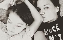 Katie Holmes chia sẻ ngày lễ với con gái sau khi gặp tình mới
