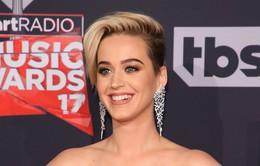 Katy Perry tiếp tục thể hiện tình yêu với nước Anh