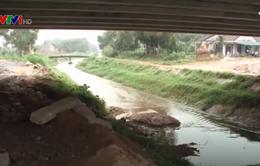 Đất đá từ đường cao tốc Đà Nẵng - Quảng Ngãi sạt xuống, kênh thủy lợi bị xé toạc nhiều đoạn