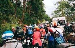 Du khách đổ về Đà Lạt, giao thông ùn tắc nghiêm trọng
