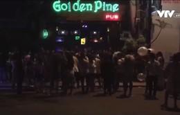 Đà Nẵng: Khách trong quán bar, pub tràn ra đường, gây mất an toàn giao thông
