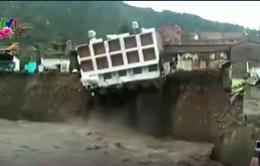 Peru: Khách sạn sập xuống sông do mưa lớn