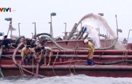 Bắt giữ 5 tàu khai thác cát biển trái phép