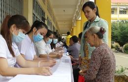 Khám và phẫu thuật mắt miễn phí cho người già có hoàn cảnh khó khăn