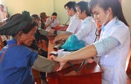 Khám bệnh miễn phí tại hai huyện miền núi Quảng Ngãi