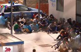 Italy triệt phá đường dây kiểm soát người di cư do mafia điều khiển