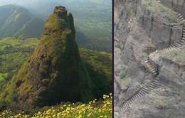 Thót tim với lối đi trơn trượt gần như dựng đứng ở Ấn Độ