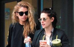 Kristen Stewart hẹn hò với chân dài của Victoria's Secret