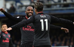 """Huyền thoại Arsenal khuyên Lacazette phải biết """"dựa dẫm"""""""