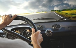 Kết hợp nhiều tính năng vào ô tô làm giảm độ an toàn khi lái xe