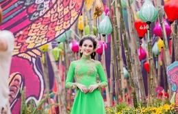 Lâm Khánh Chi duyên dáng mặc áo dài đón Tết