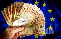 Lạm phát Eurozone đạt mục tiêu 2%