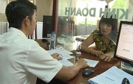 Người dân TP Cần Thơ làm thủ tục hành chính qua mạng thấp
