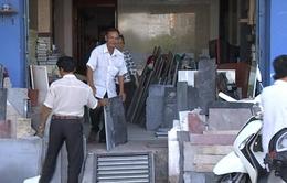 Người dân TP.HCM tự tháo dỡ công trình lấn chiếm vỉa hè