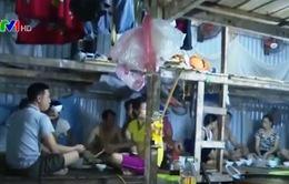 Cuộc sống thiếu thốn của lao động phi chính thức tại công trường xây dựng