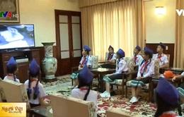 Đoàn thiếu niên kiều bào Lào thăm Khu di tích Chủ tịch Hồ Chí Minh