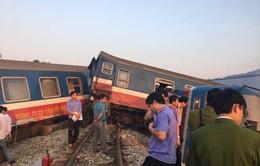 Thông tuyến đường sắt Bắc - Nam sau tai nạn tàu hỏa đâm xe ben