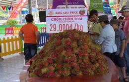 Ngắm trái cây khổng lồ tại Lễ hội trái cây Nam Bộ