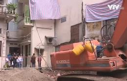 Hà Nội: 6 hộ dân thấp thỏm lo nhà sập vì công trình xây dựng liền kề