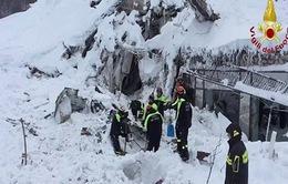 Tìm thấy 8 người sống sót trong vụ lở tuyết ở Italy