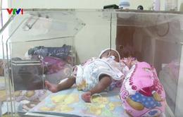 Lồng ấp miễn phí cứu sống trẻ sinh non ở Indonesia