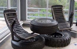 Lấy lốp xe hơi bỏ đi làm vật dụng gia đình tại Nigeria
