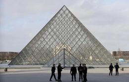 Xác định nghi phạm tấn công ở bảo tàng Louvre