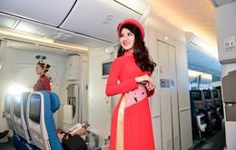 Tiếp viên Vietnam Airlines trình diễn áo dài ở độ cao trên 10.000m