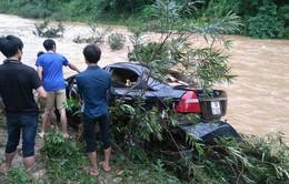 Lũ lớn ở Phú Thọ cuốn trôi ô tô, 1 người tử vong