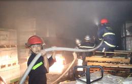 Cháy nổ lớn tại kho chứa gạch men ở Đà Nẵng