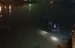 Yên Bái: Xe ô tô lao xuống sông Hồng, 2 người tử vong