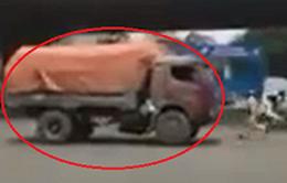 Phạt tài xế lùi xe tải chạy trốn cảnh sát 3,6 triệu đồng