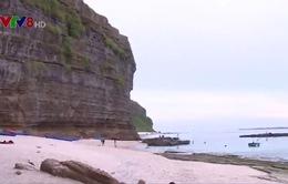 Độc đáo di sản vách đá trầm tích tại đảo Lý Sơn
