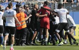 CĐV tấn công cầu thủ, trận Lyon - Bastia bị hủy