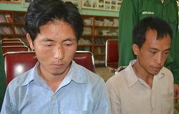 Bắt giữ 2 đối tượng người Lào vận chuyển 10kg ma túy về Việt Nam