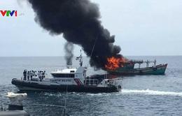 Malaysia đốt tàu cá nước ngoài đánh bắt trái phép