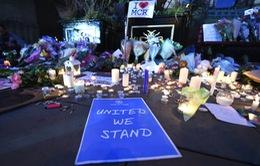Nước Anh thể hiện sự đoàn kết sau vụ đánh bom đẫm máu